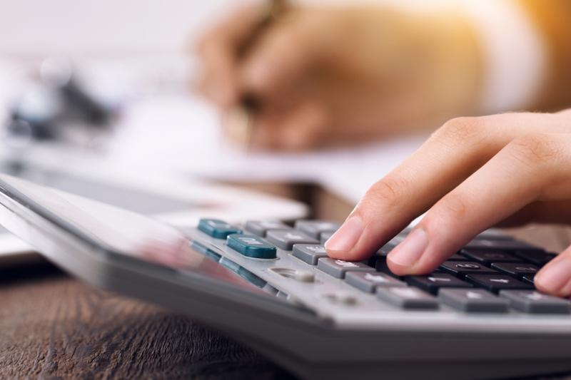 cotización en función de los ingresos reales