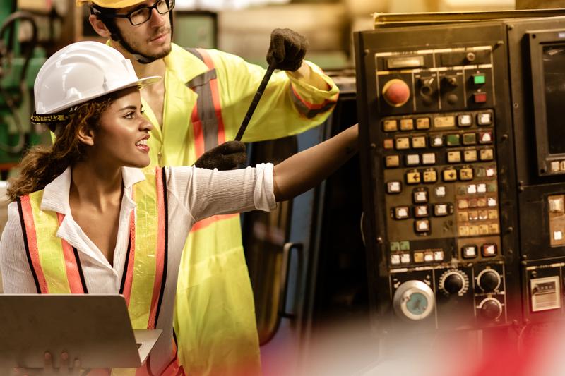 Las mujeres representan el 28% de los licenciados en ingeniería