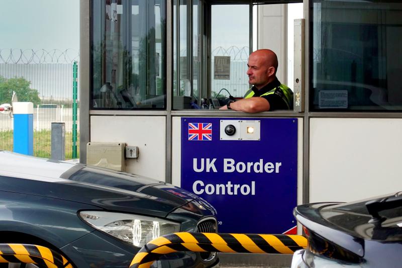 Paro de persona que quiere regresar a su país